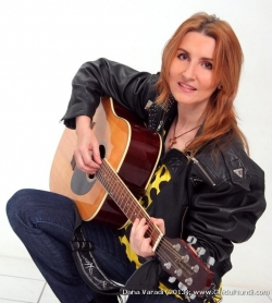 Dana Varadi:Dana Varadi, Folclor din Banat, muzica populara din toate zonele tarii, muzica usoara romaneasca si internationala, muzica pentru nunta